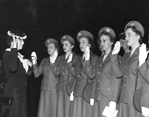 Nursing cadets being sworn in at the University of Minnesota, 1944