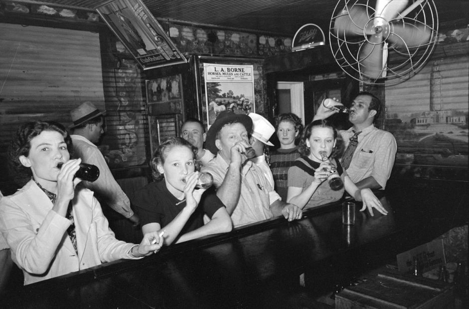 Women and men drinking in a bar in Louisiana, 1938