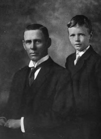 Charles Lindbergh, Sr. and Charles Lindbergh, Jr. in 1917