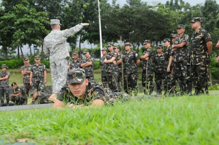 U.S. soldiers train Filipino troops as part of Operation Enduring Freedom in the Philippines